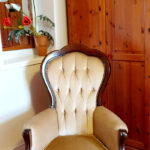 double room with ensuite chair
